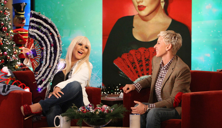 Christina Aguilera with Modern Crochet Club red crochet hand fan